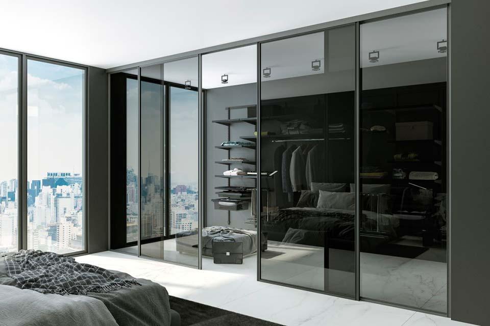 интерьер гардеробной, стеклянная гардеробная