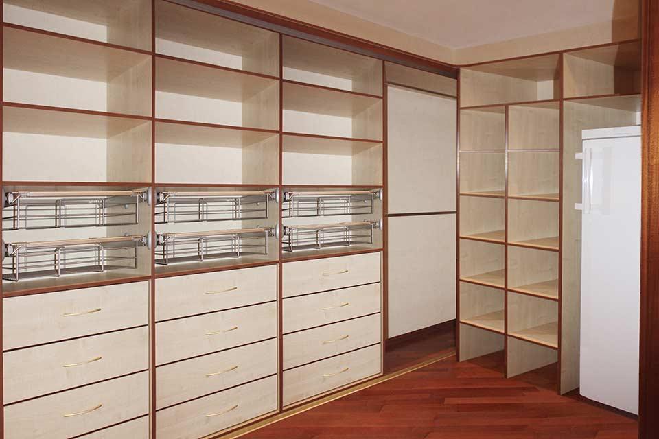 гардеробная комната из кладовки