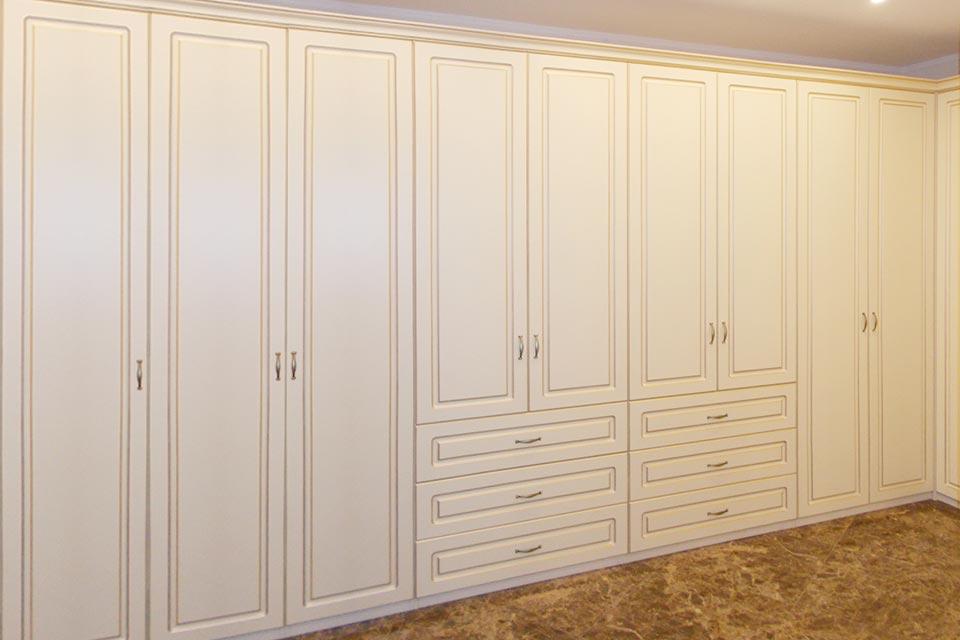 распашные шкафы в гардеробной, распашная гардеробная