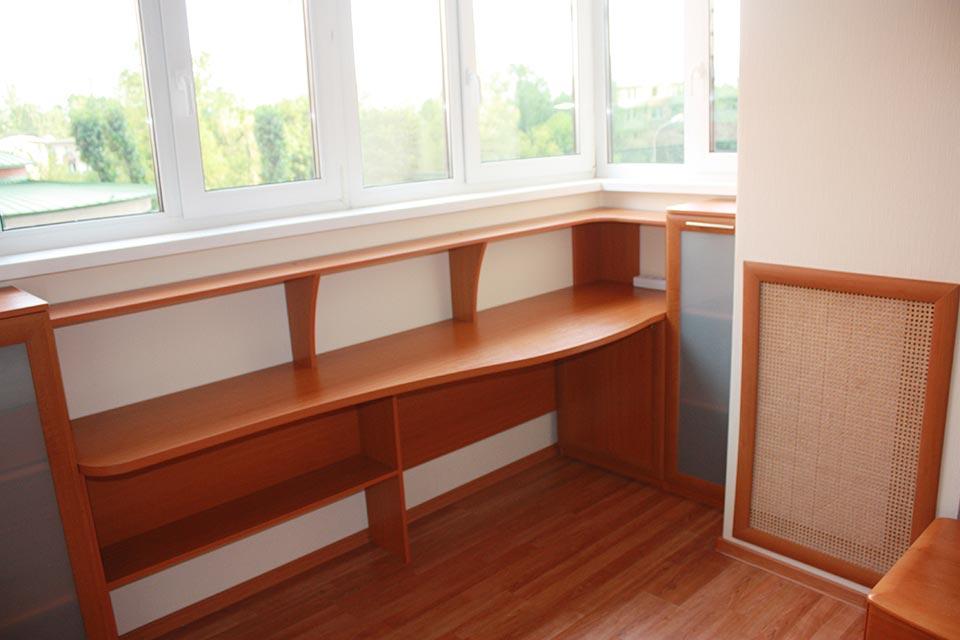 узкий стол на балкон
